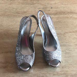 Platform heels in silverware